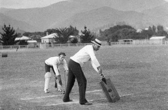इन बल्लेबाजों ने इस्तेमाल किये थे ये अजीब और अनोखे क्रिकेट बैट