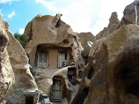 रहस्यमयी है ये गांव, जहां सैकड़ों साल पहले रहा करते थे सिर्फ बौने